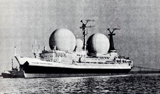 ...или на антенны теплохода «Космонавт Владимир Комаров» - одного из кораблей науки СССР