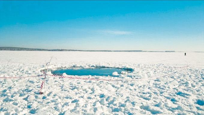 Картинки по запросу 18. Ученые ошарашены! На полуострове Ямал обнаружены хитрые воронки.