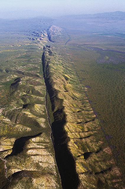 На поверхности Земли линеамент